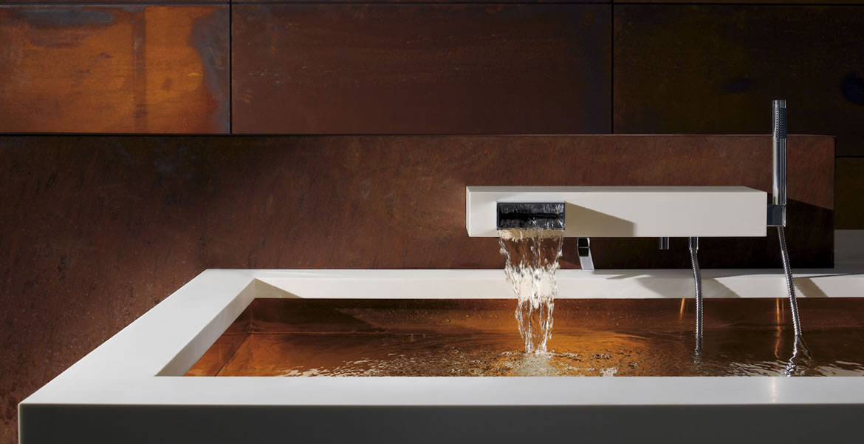 Robinetterie style avant garde pour salle de bain for Accessoire salle de bain hotel